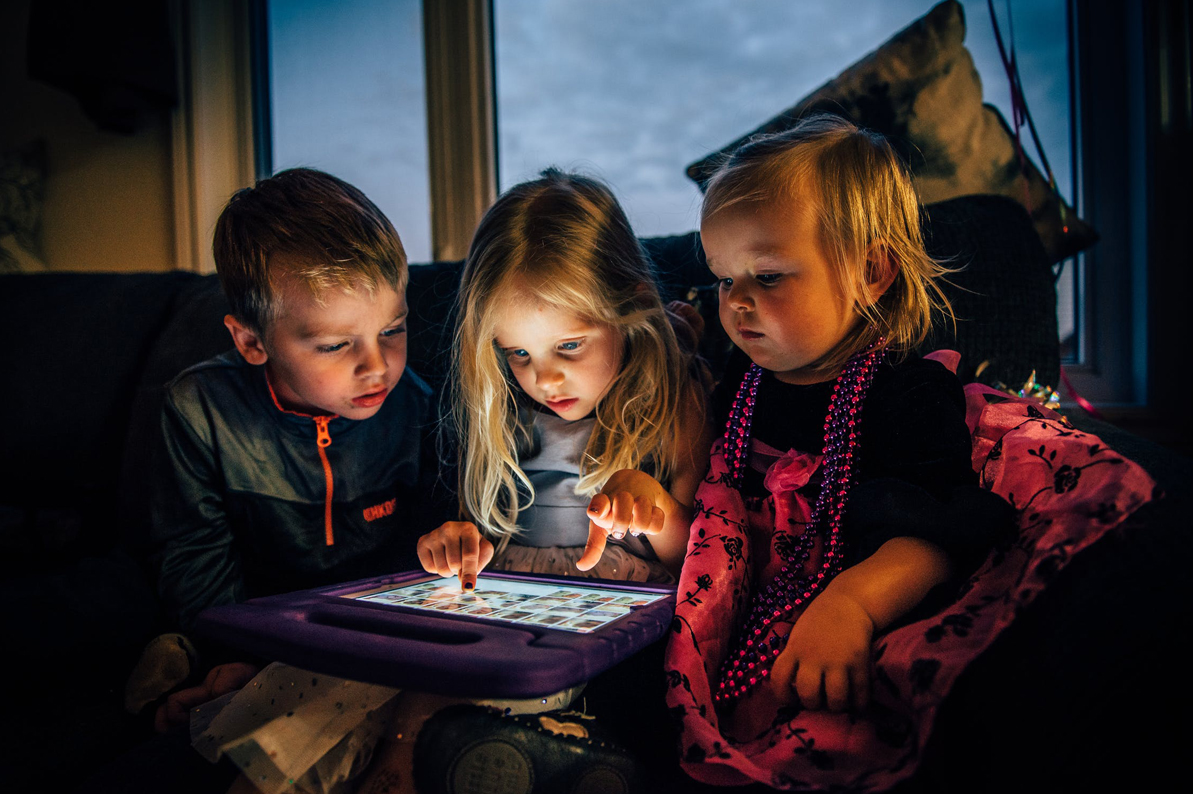 Survey reveals impact of Kids' bedtimes and time on devices